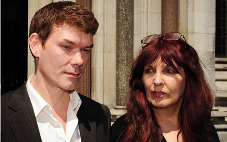 Gary McKinnon en zijn moeder