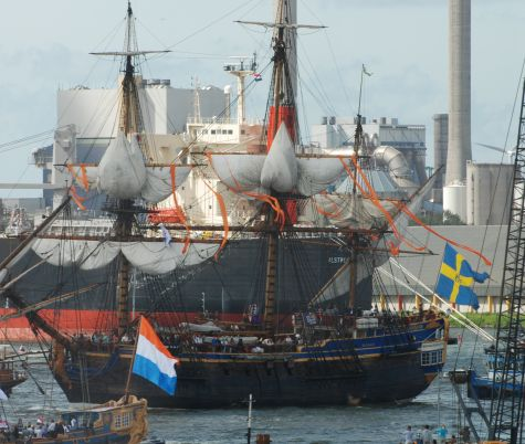 Zweeds schip entert Nederlandse wateren tijdens Sail 2010