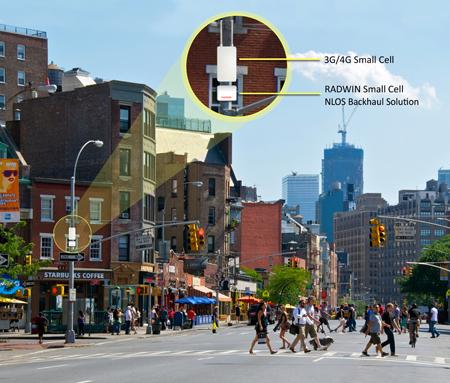 Voorbeeld van hoe een 'mini-zendmast' in het straatbeeld past, in dit geval aan een lantaarnpaal. De illustratie is gemaakt door toeleverancier Radwin.