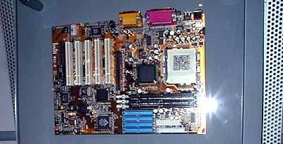 Intel 8xx mobo\'s op Computex: Iwill WO2-R (i815E)