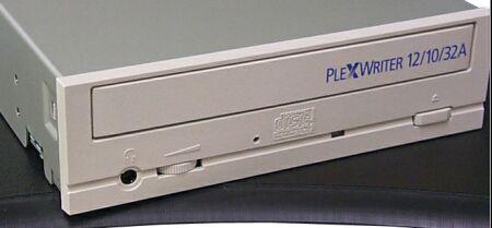Plextor PlexWriter 12/10/32A