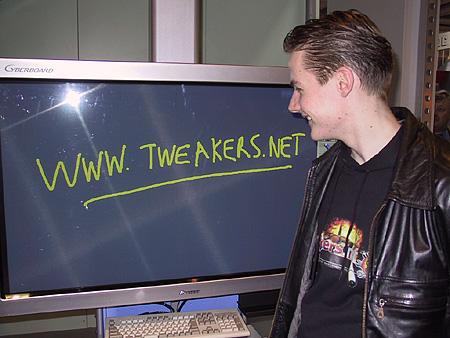 CeBIT 2001 - Tweakers.net op gigantisch touchscreen (1)