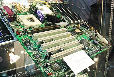 CeBIT 2001: Tyan Thunder K7 / AMD 760MP layout