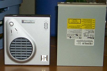 MiniatuurPC: cdrom-speler en PCtje