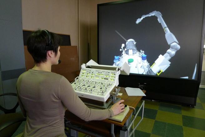 ESA-astruonaut Samantha Cristoforetti traint met de ERA in het Russische Yuri Gagarin Research & Test Cosmonaut Center