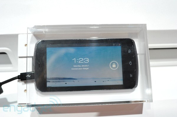 Fujitsu Arrows-smartphone met Tegra 3 op CES (foto:Engadget)