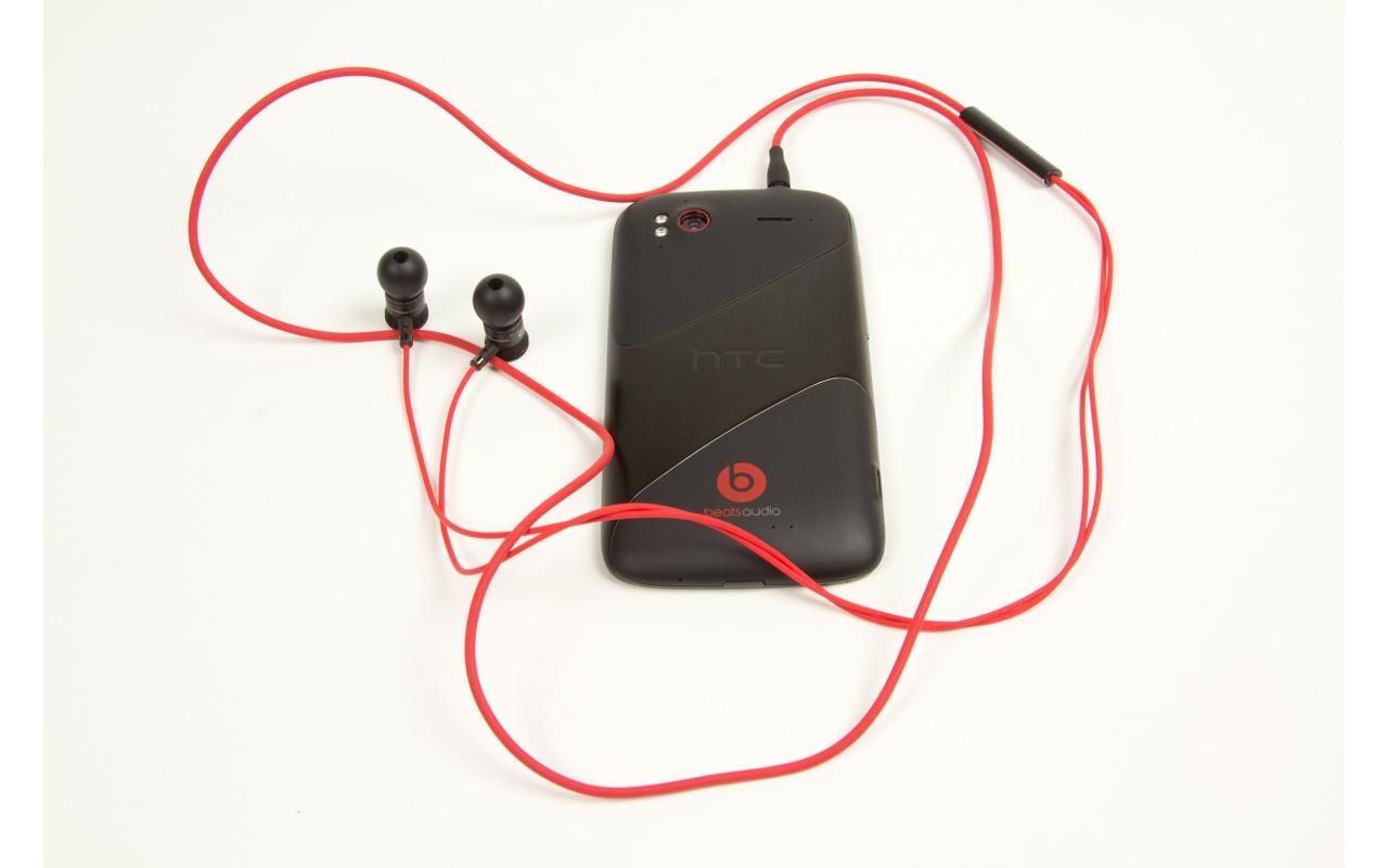 HTC Sensation XE: meters in het rood - Beats Audio: speaker en ...