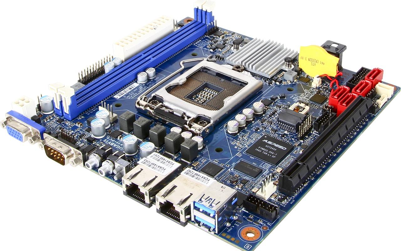 Gigabyte C230-serie server- & werkstationmoederborden