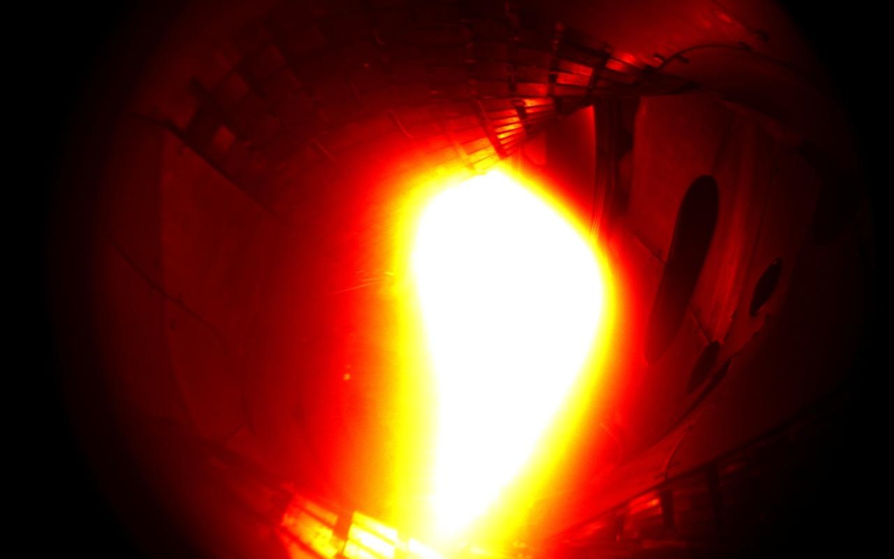 Wendelstein 7-X zonder en met plasma