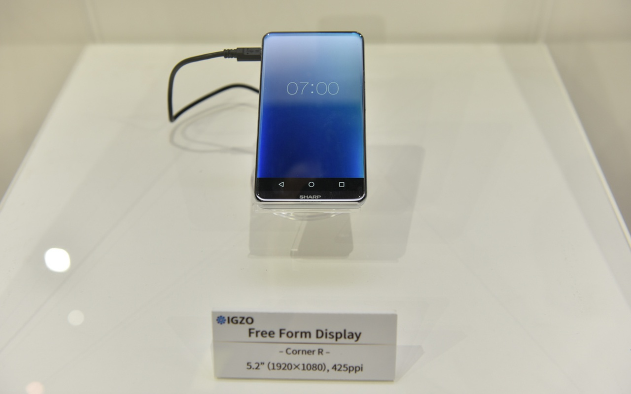 Sharp igzo free form display smartphone en thermostaat