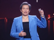 AMD-ceo Lisa Su toont Ryzen 5000U-processor
