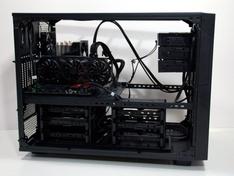 Thermaltake Core X9 netheid bij de SATA stekkers