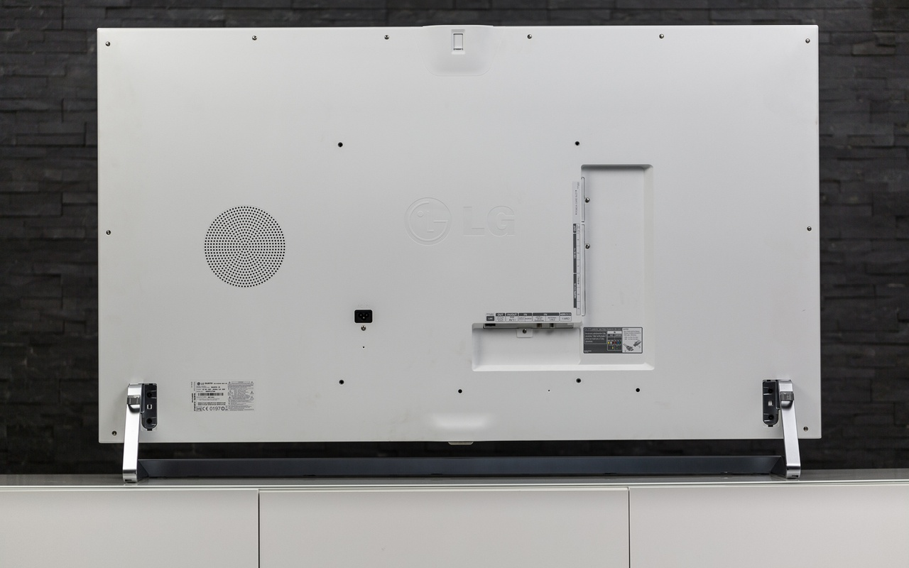 LG 55 LB870V met webOS Review - Uiterlijk en aansluitingen - Tweakers