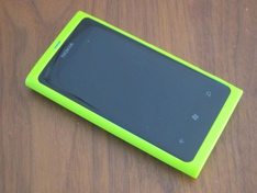 Nokia Lumia 800 met groene cover