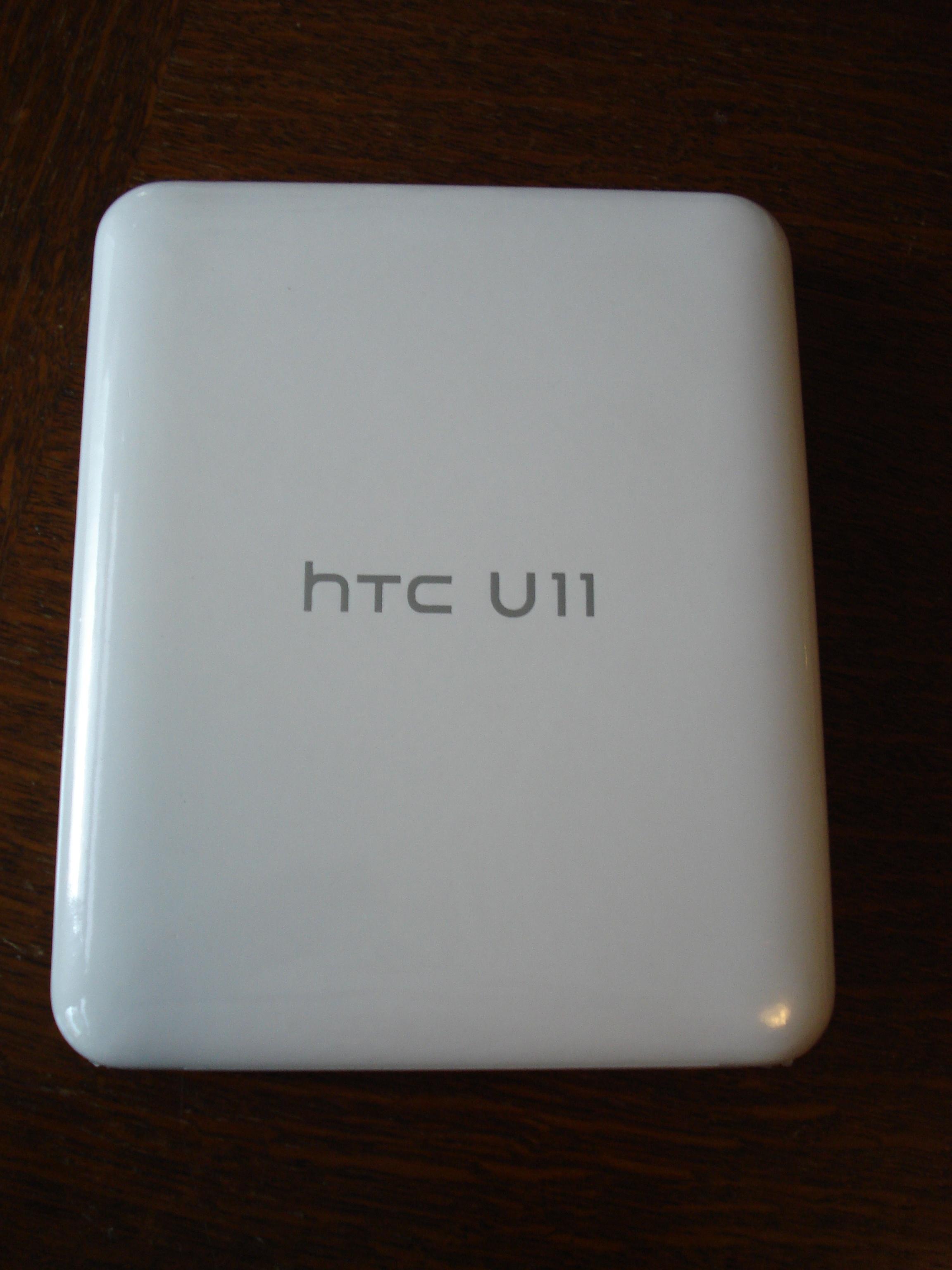 Het doos'je' waar de HTC U11 in zit.