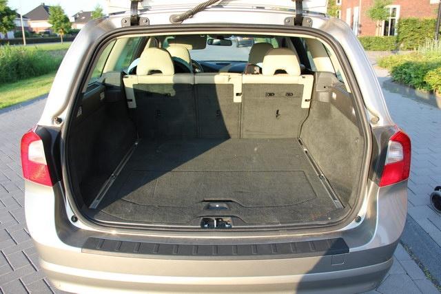 Kofferbak Bwm 5 Touring Vs Volvo Xc V70 Verkeer