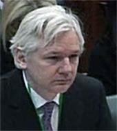 Julian Assange tijdens hoorzitting op 1 februari