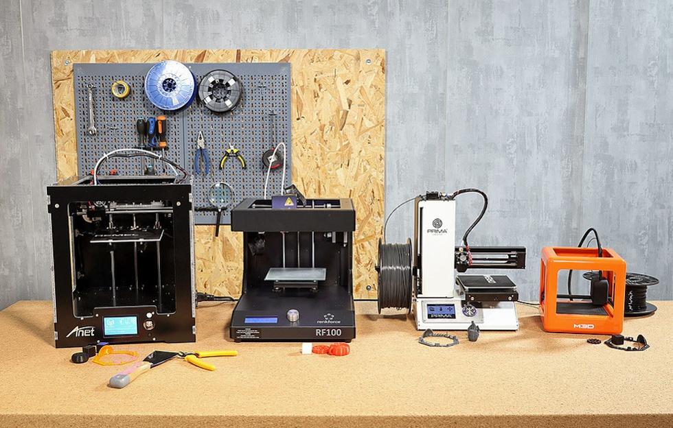 Vier 3d-printers van ongeveer 300 euro
