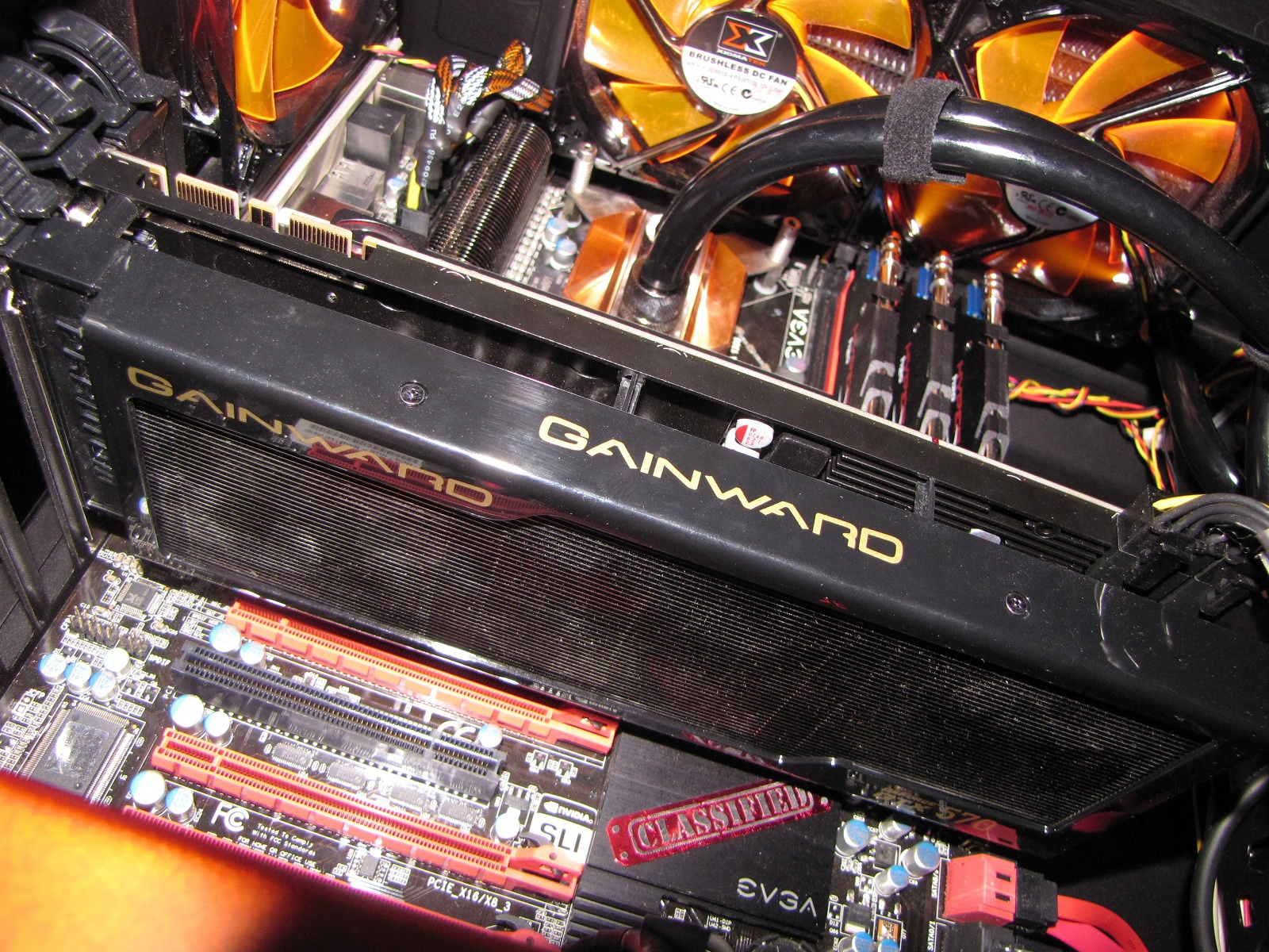 GTX 570 Phantom inside