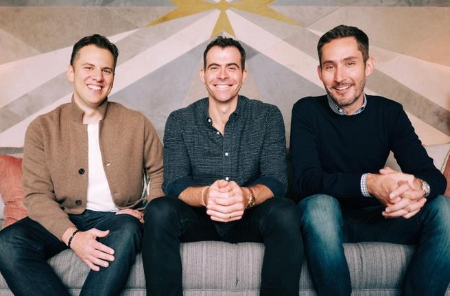 Instagram-topman Adam Mosseri tussen de twee oprichters Systrom en Krieger