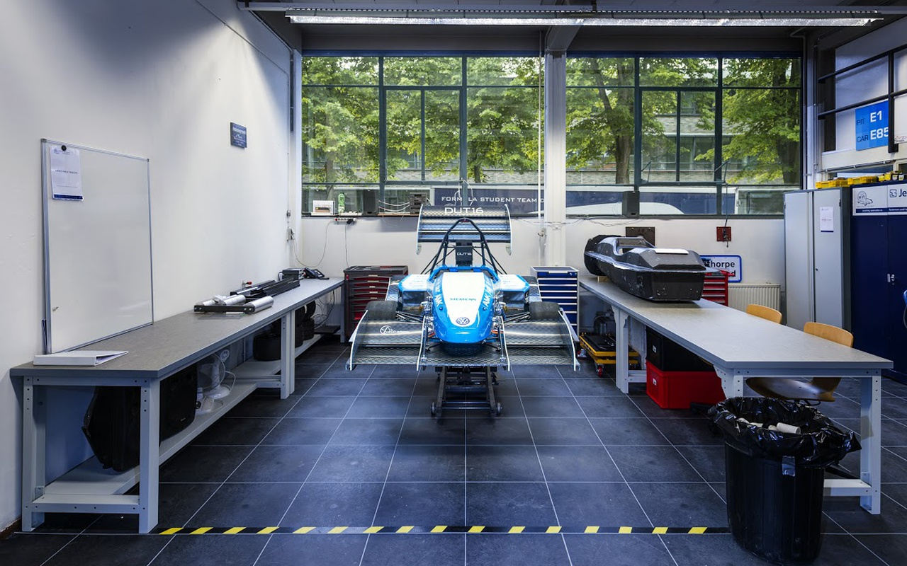 Formula Student Team Delft met 'DUT16'-raceauto