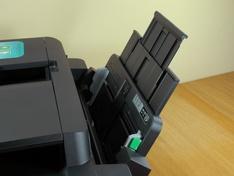 Multifunctionele papiertoevoer klepextensie in stand 2
