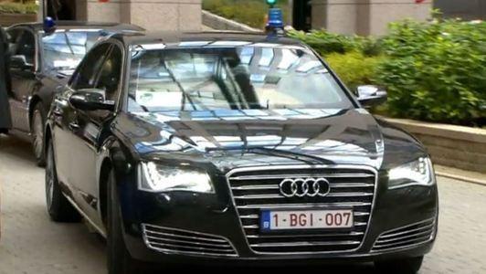 Merkel arriveert bij EU-top in 007-auto