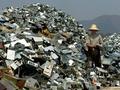 Chinees bij berg elektronica-afval