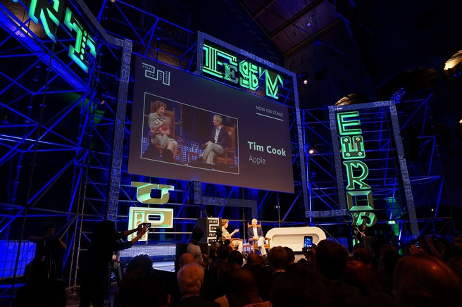 Neelie Kroes en Tim Cook Start Up Fest