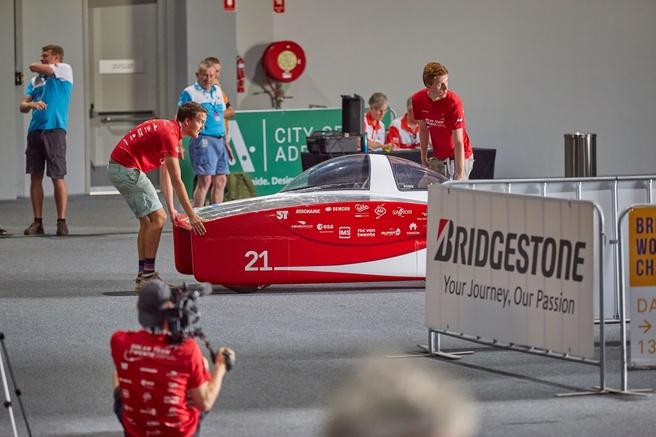 RED E van Solar Team Twente tijdens technische keuring