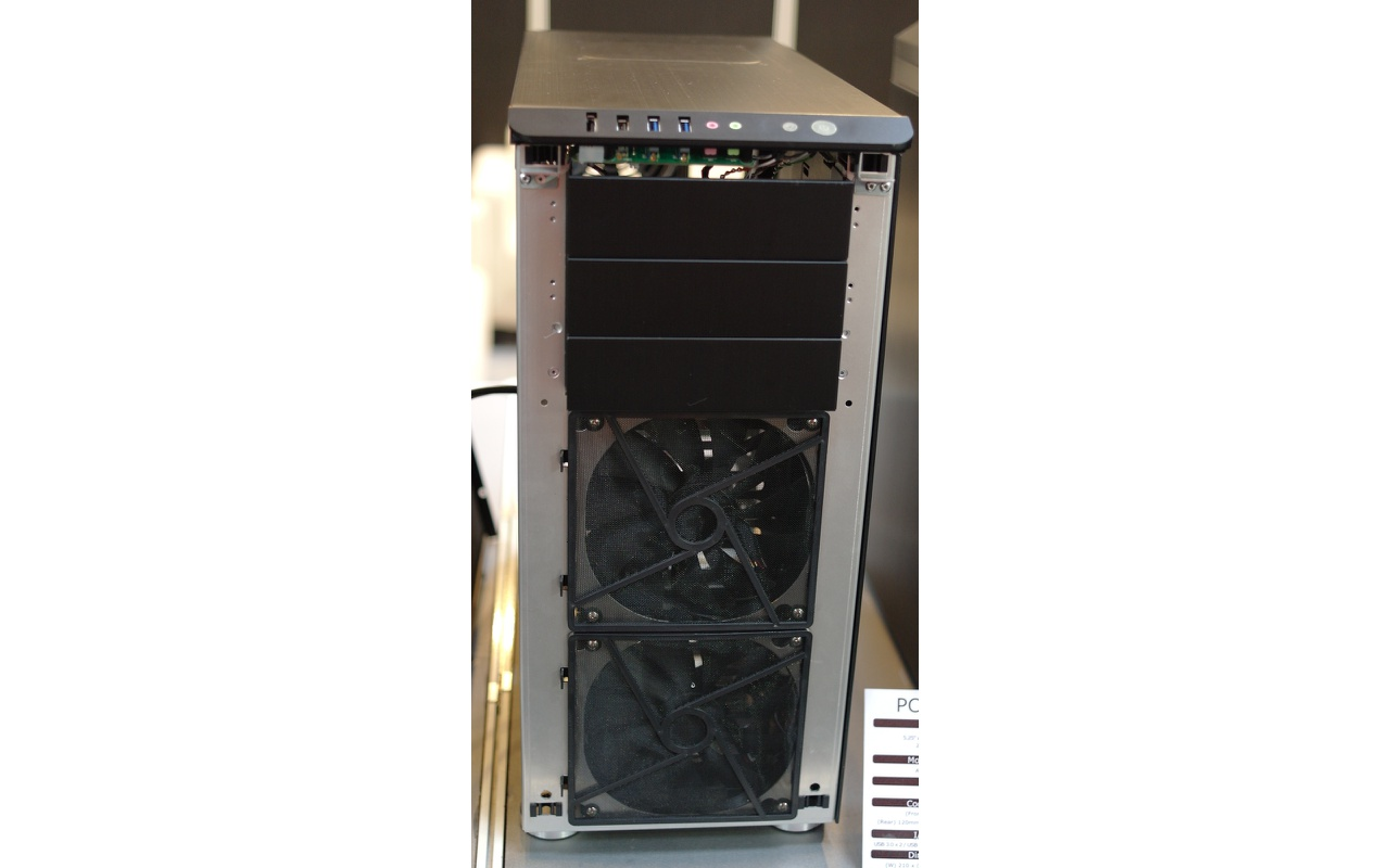 Lian Li PC-Z60 voorkant