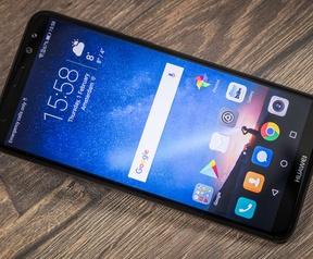 Productfoto's round-up middenklassesmartphones