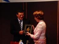 Kroes met Zuid-Koreaanse collega bij tekenen samenwerking 5g