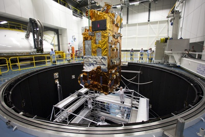 MetOp-B Payload Module lifted carefully