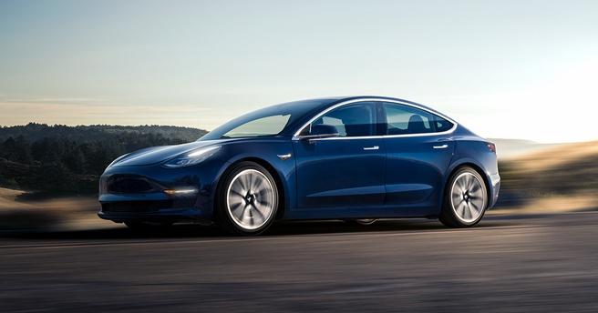 De aerodynamische Hyundai Ioniq Electric en Tesla Model 3