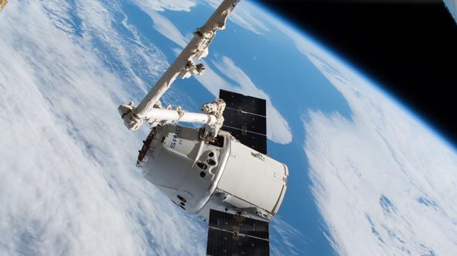 SpaceX Dragon in de ruimte
