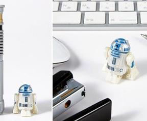 Mini-R2-D2 met lightsaber-afstandsbediening