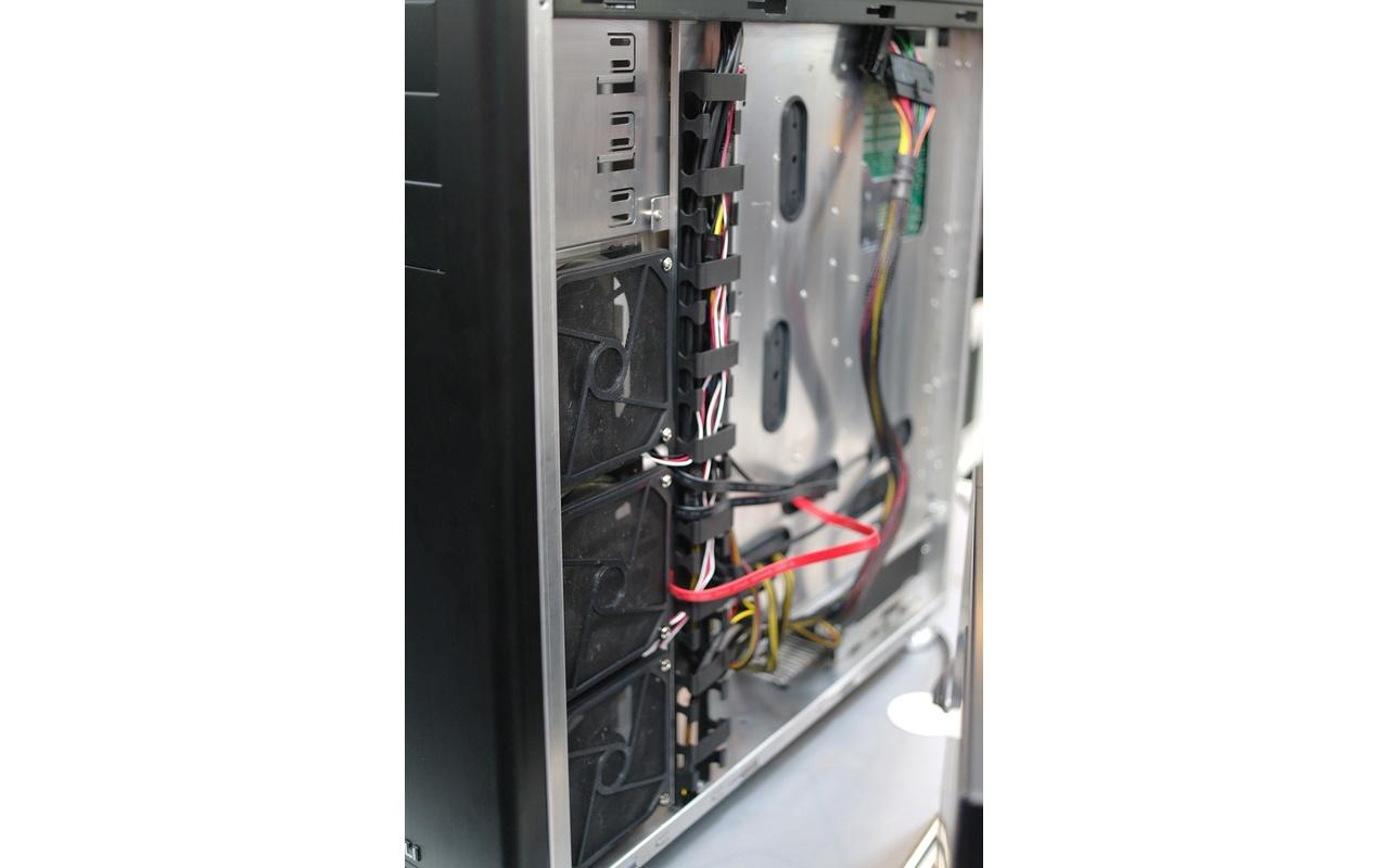 Lian Li PC-Z70 kabelmanagementclips en koeling