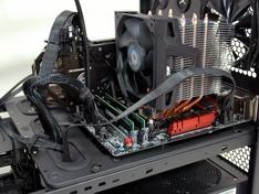 Thermaltake Core X9 opgebouwd moederbord van rechts