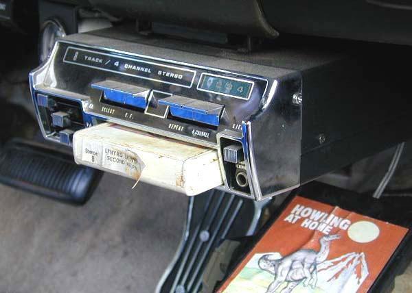 8-sporencassette in een auto