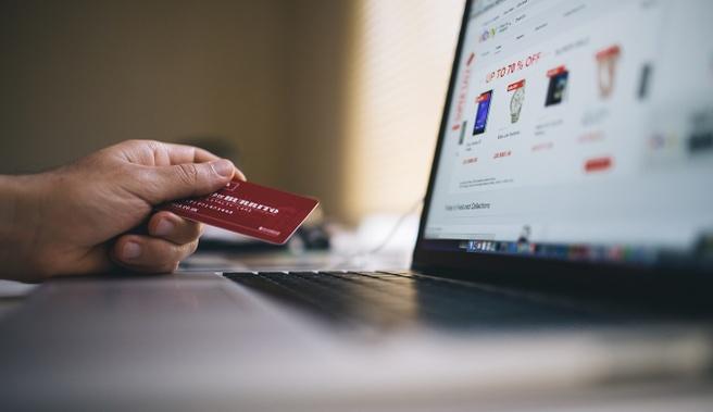 fb19adc1dde516 Inmiddels zijn we een kleine twintig jaar verder en is e-commerce van de  grond gekomen. In 2016 hebben Nederlandse consumenten voor ruim 20 miljard  euro ...