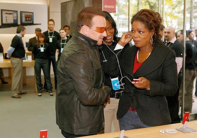Product Red: Oprah Winfrey en Bono testen rode Apple Nano