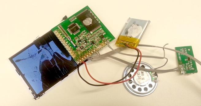 Advertentie kabelaar met video via mp4-speler