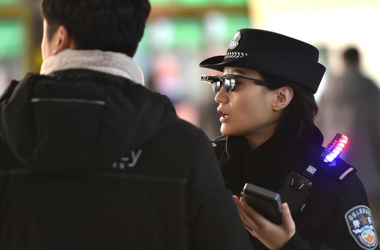 4a9a1d20e4cbdc Chinese politie is begonnen met testen van brillen met ...