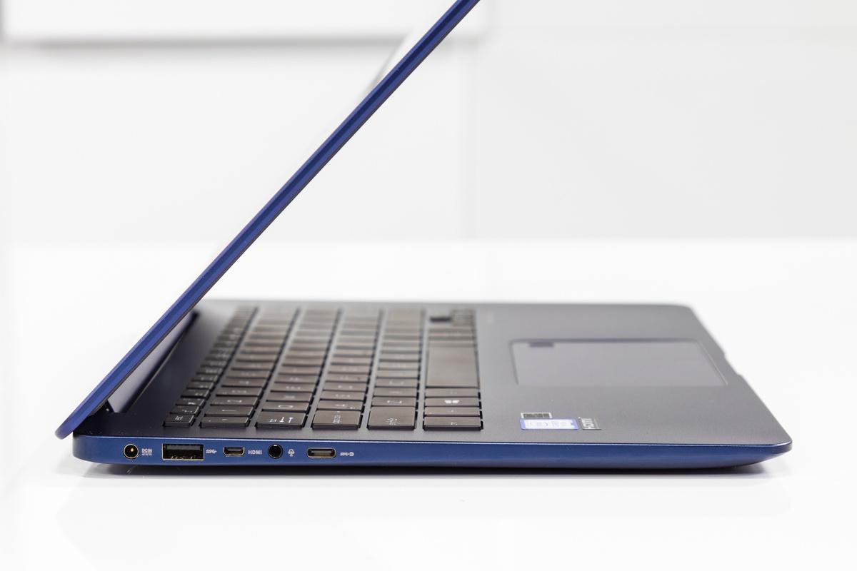 Asus ZenBook UX430UA Review - Behuizing, toetsenbord en