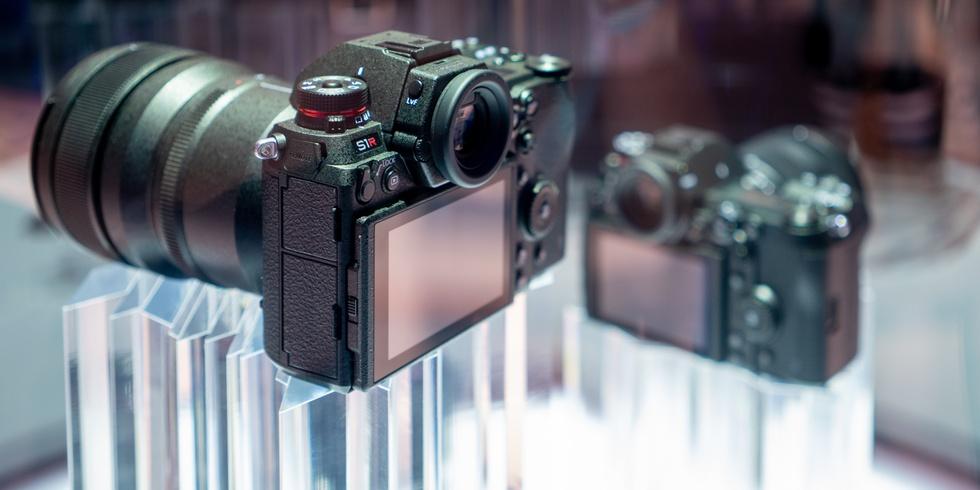 Panasonic S1R met het drie-assige lcd-scherm