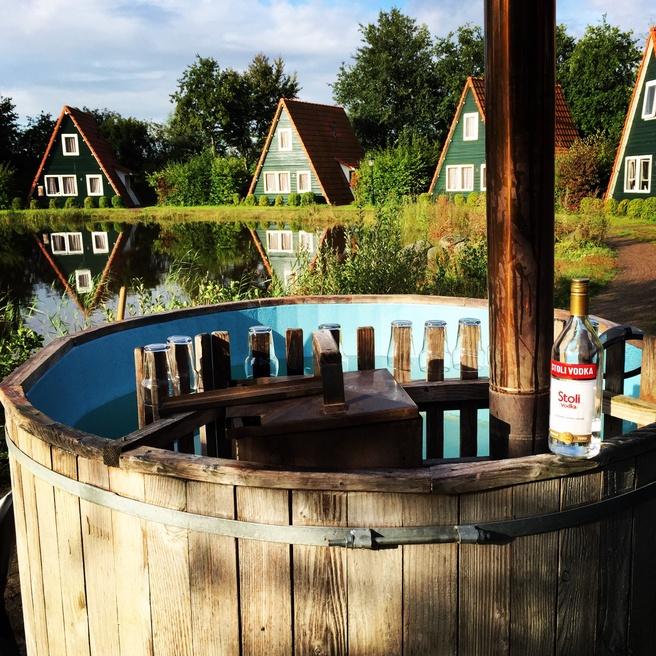 Hot tub op MoaM XII
