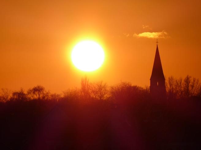 TZ70 - Kerktoren en de zon