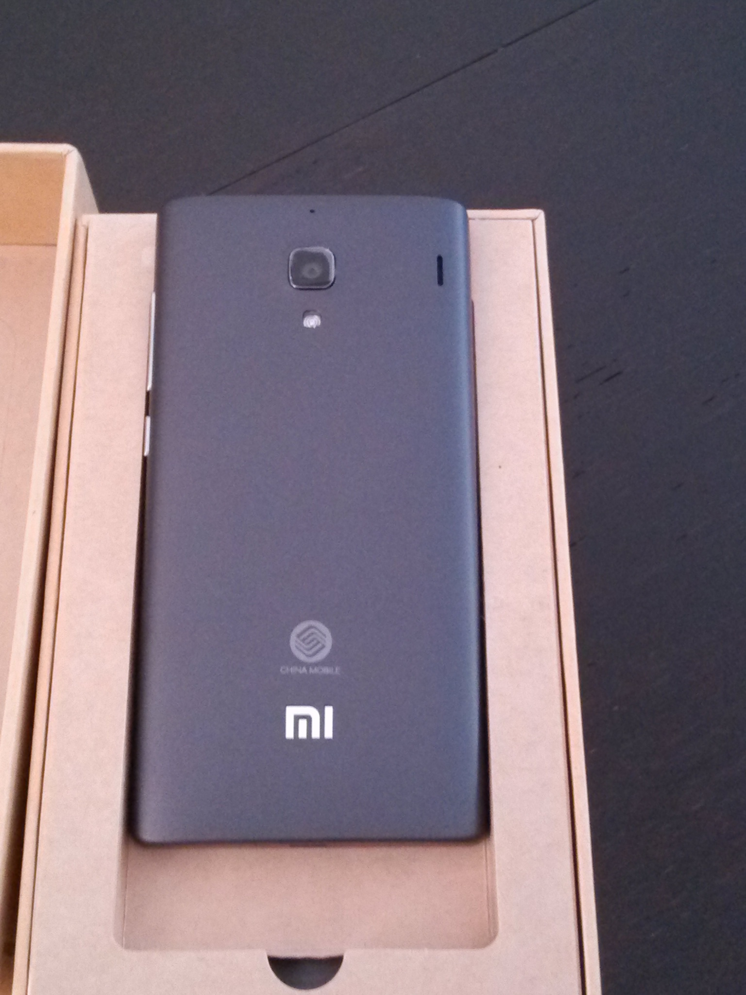 With this brand new unique phone in my hand I checked the content of the box and it had the same layout as the Xiaomi Mi2 The battery is different and
