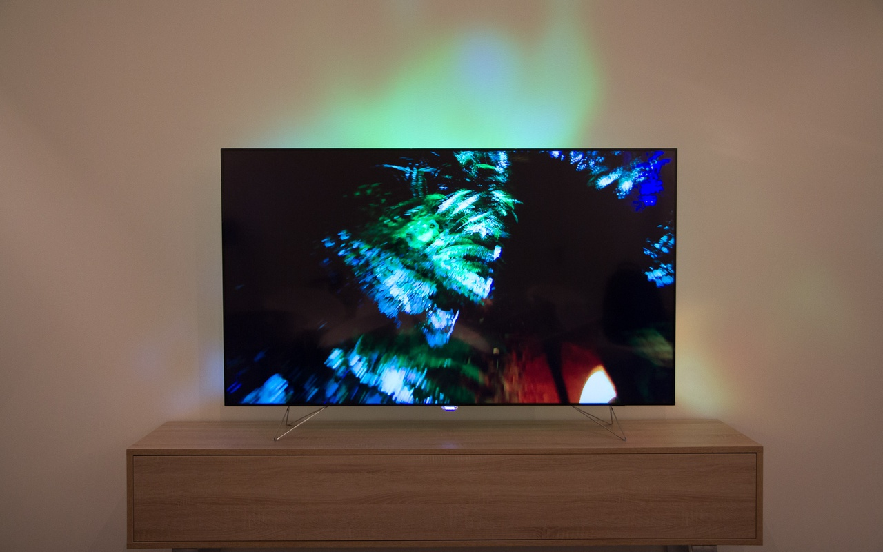 Philips ambilux preview tot slot tweakers - Deco tv muur ...